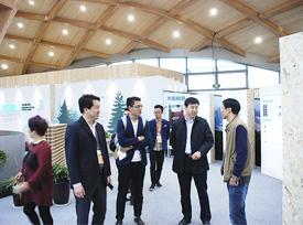 加拿大木业协会考察团参观园博会现代木结构展示馆