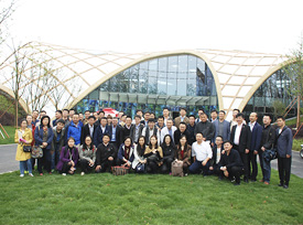 加拿大木业协会考察团参观园博会现代木结构展示馆合影