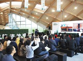 加拿大木业协会考察团参观园博会现代木结构展示馆展示