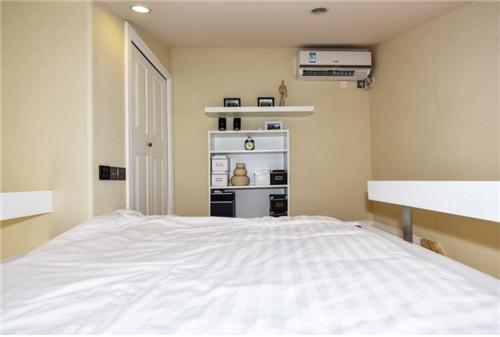 木结构单身公寓卧室